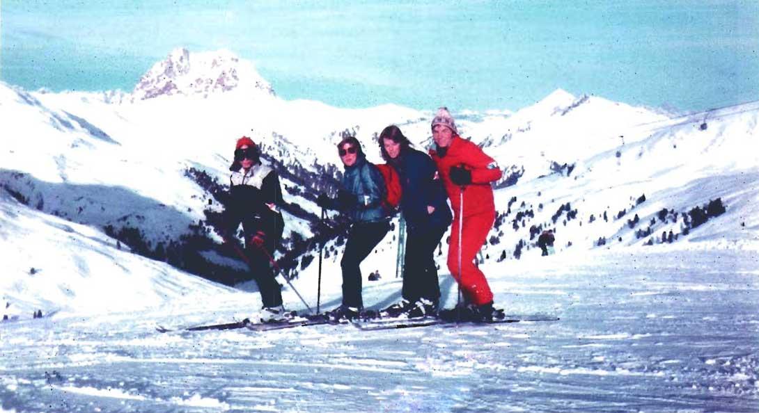 Skigebiet Wildkogel (Österreich) Januar 1984 v. links: U. Eckstein, M. Harnisch, L. Lamml, A. Bethke. © Eckstein